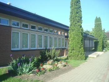 1. Główne wejście do szkoły