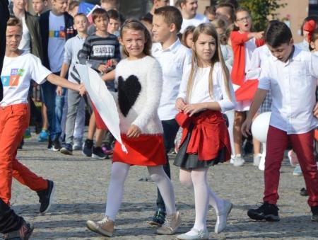 Biało-czerwony Korowód Niepodległej i rewia latawców